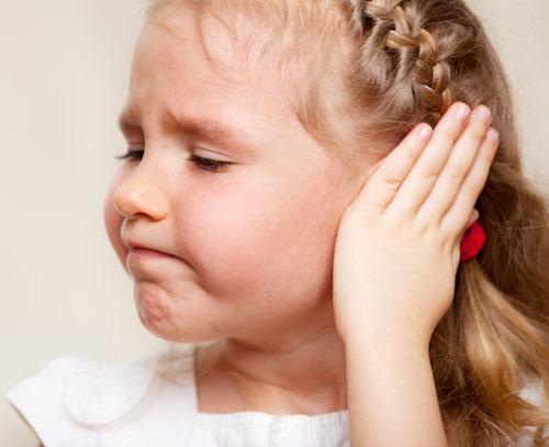 dolor-de-oido-en-niños-cuando-vuelan